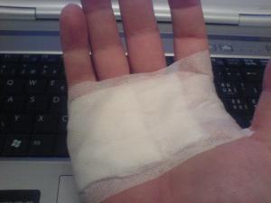 notfallmässig bandagiert.
